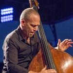 portraits-avishai-cohen-trio-festival-au gr+¿s-du jazz-la-petite-pierre-2014-marie-colette-becker-10