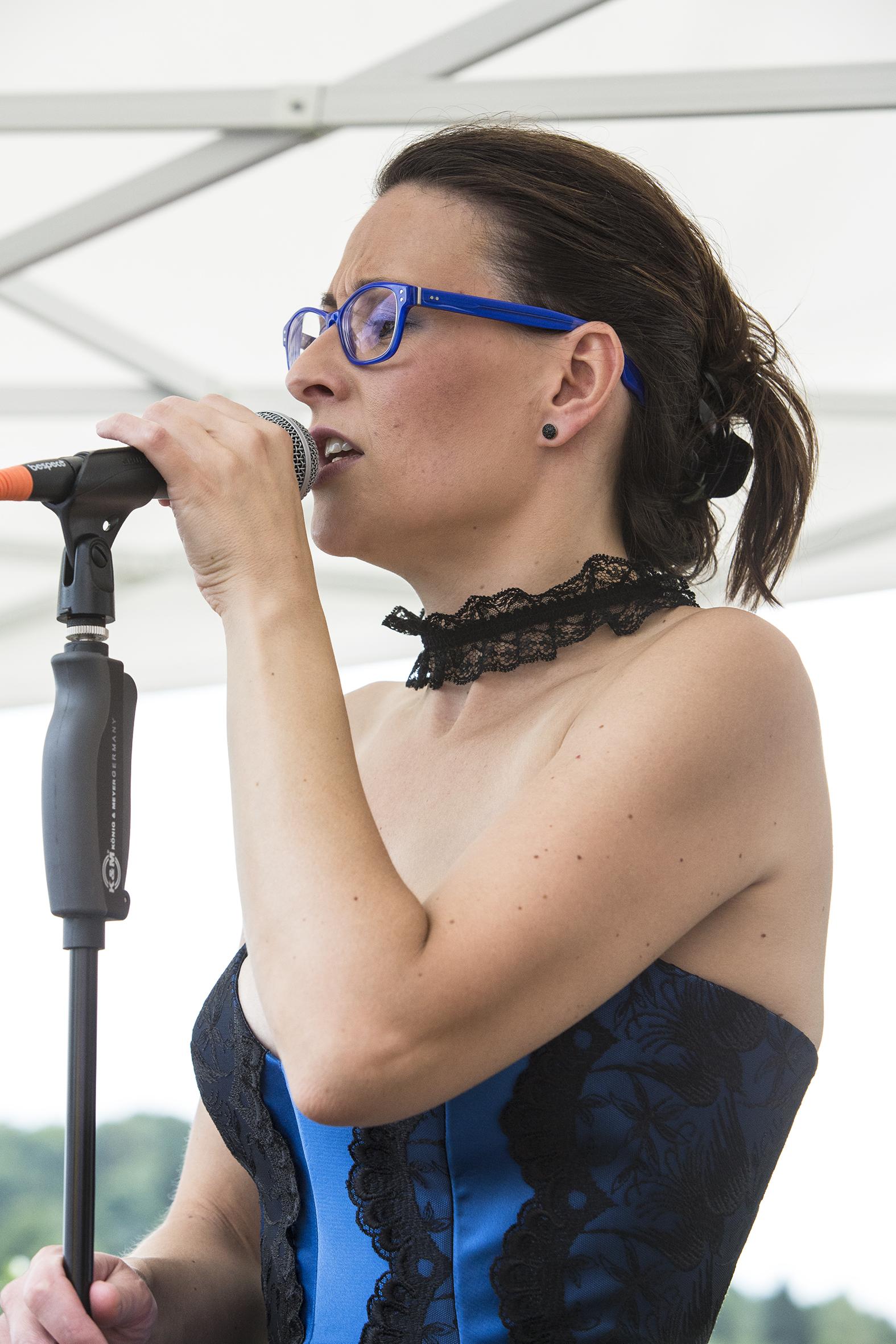 portraits-nadine-holderith-weiss-lfestival-au-gr+¿s-du-jazz-la-petite-pierre-2015-marie-colette-becker-04